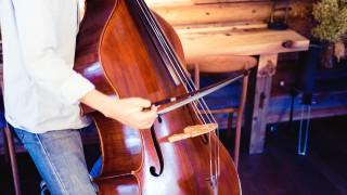 コントラバスを弓で弾くとき、右肘の内側が前を向いてはいけない理由