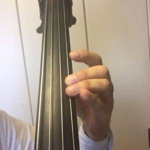 ビブラートのかけ始めの左手の形