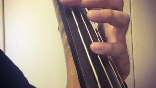 5弦コントラバスのH線をCにフラジオでチューニングする方法とは?
