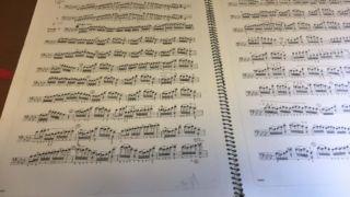 スケッチブックに楽譜を貼ったとき、はがれにくくするコツとは?