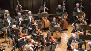コントラバスでなめらかに移弦するための4つの練習とは?